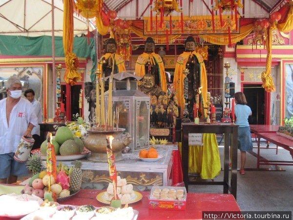 Китайский храм внутри