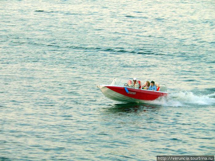 На моторной лодке по Волге.