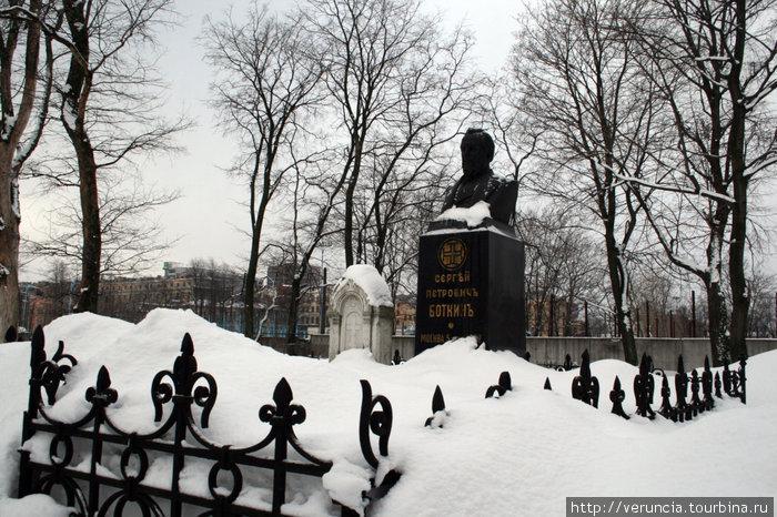 Могила Боткина в некрополе.