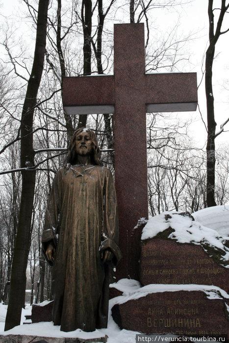 У этого надгробия есть своя легенда или традиция в исполнении желаний.
