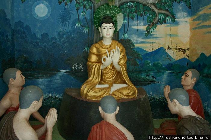 С двух сторон от входа шли небольшие рекреации, в каждой изображены различные сцены из буддистских легенд и сказаний. Каких точно не знаю, но возможно, люди сведущие смогут подсказать.