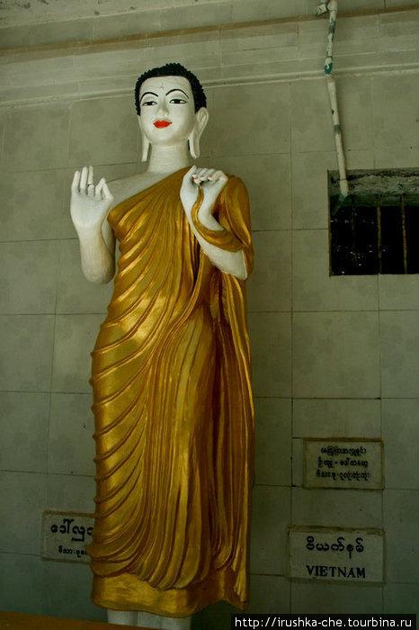Изюминка сей пагоды в том, что в ней представлены статуи Будды из разных стран мира исповедующих буддизм: Индии, Таиланда, Камбоджи, Индонезии, Китая и т.д.