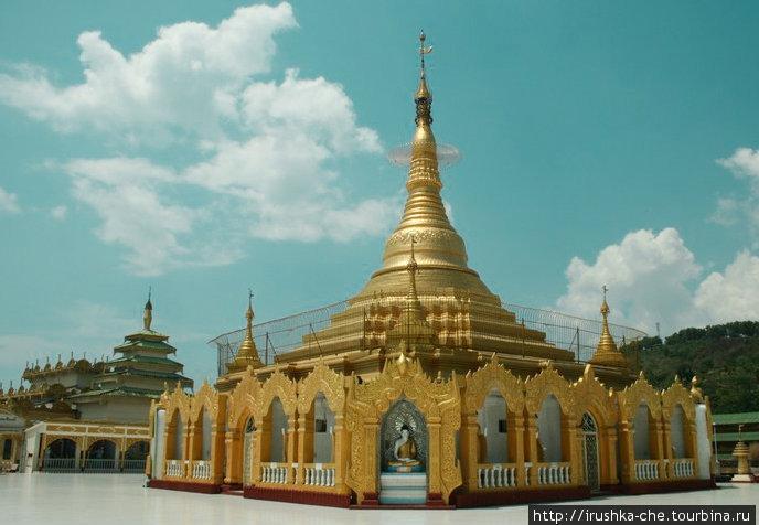 Главная пагода в городе. В ней тихо и спокойно. Людей почти нет.