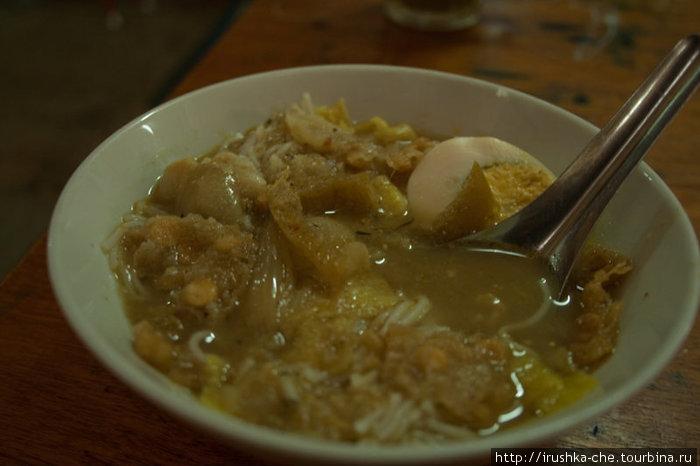 Мохинга – это простой и дешевый местный супчик с рыбой и лапшой, но очень вкусный.