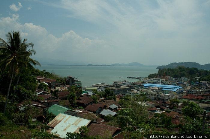 Вид на город с главной пагоды Котонга.