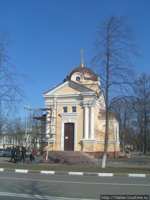 Часовня со стороны проспекта Ленина