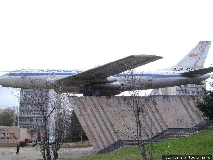 Самолёт Ту-104 — наглядная агитация былых успехов отечественного авиастроения и гражданской авиации.