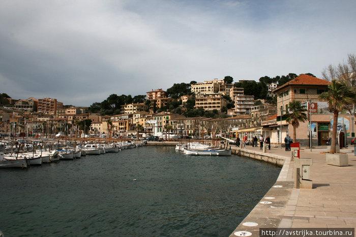 Город-порт Порт-де-Соллер, остров Майорка, Испания