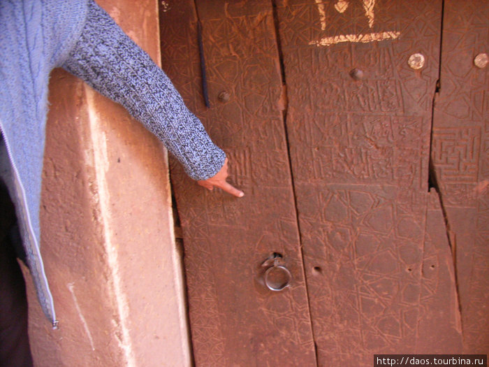 Одна из самых старых дверей с зороастрийской символикой