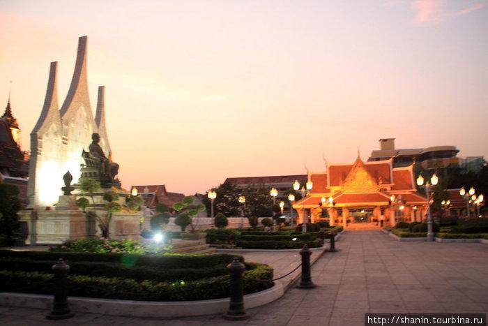 Вечер в центре Бангкока