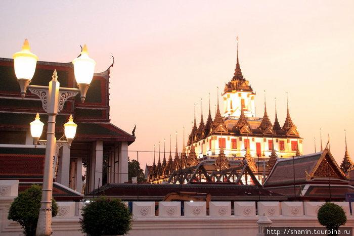 Подсвеченный храм