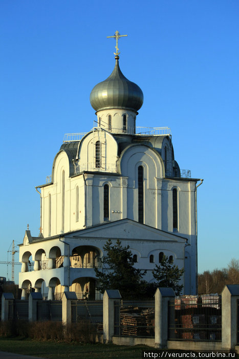 Каменная церковь при больнице Петра Великого построена в 1912-1914гг. В 1914 году храм был освящен во имя Петра и Павла.