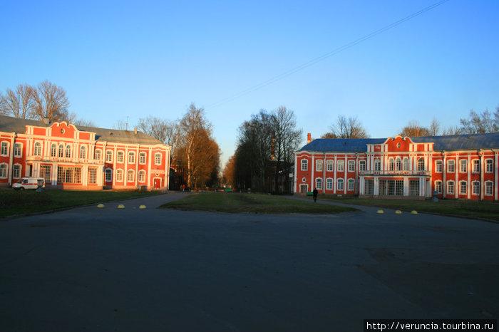 Больница Петра Великого (бывш. имени И. И. Мечникова) — одна из крупнейших больниц в Санкт-Петербурге. Построена в 1910—1914 годах.