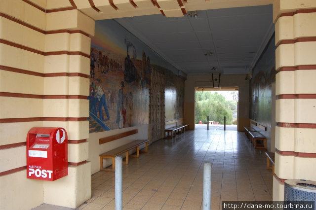 Главный вход в здание вокзала Порт-Огаста, Австралия