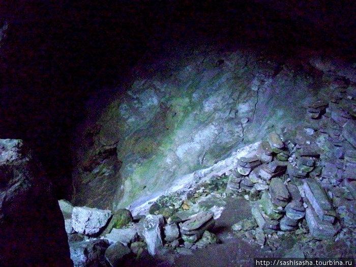 Это камни, это гробы!