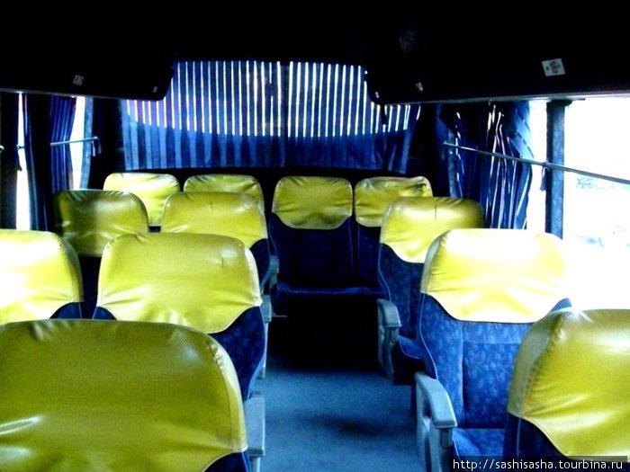 На тот момент это был самый комфортабельный автобус, особенно приятно было сидеть на одном сидении без соседей.