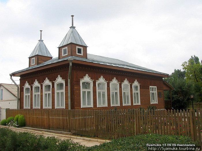 По пути мы издали заметили аккуратный домик с башенками. Он оказался Домом-музеем М. Шолохова.