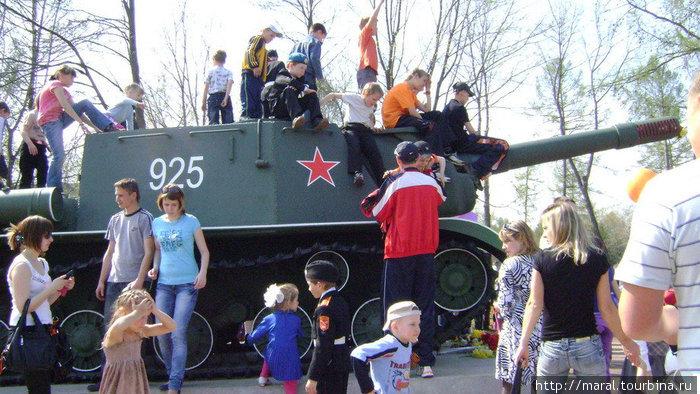 Вот также мальчишки военной поры седлали