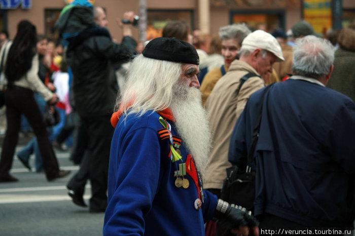 Самый модный дедушка Питера — МС Вспышкин.
