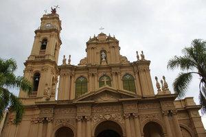 В городе много церквей