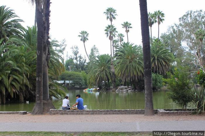 Пруд в центральном парке Сальта, Аргентина
