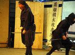 Японский юмор: меч попал не туда, куда нужно.