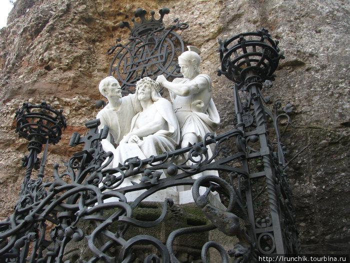 Вообще все скульптуры удивительно проникновенны.