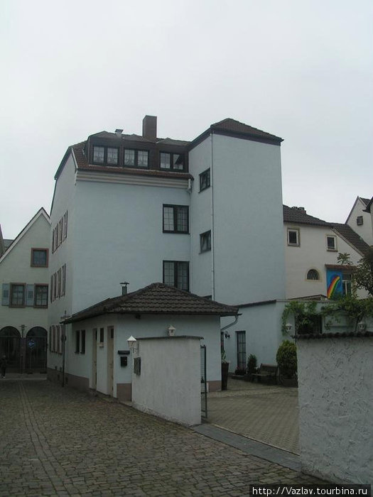 Двор и тылы гостиницы