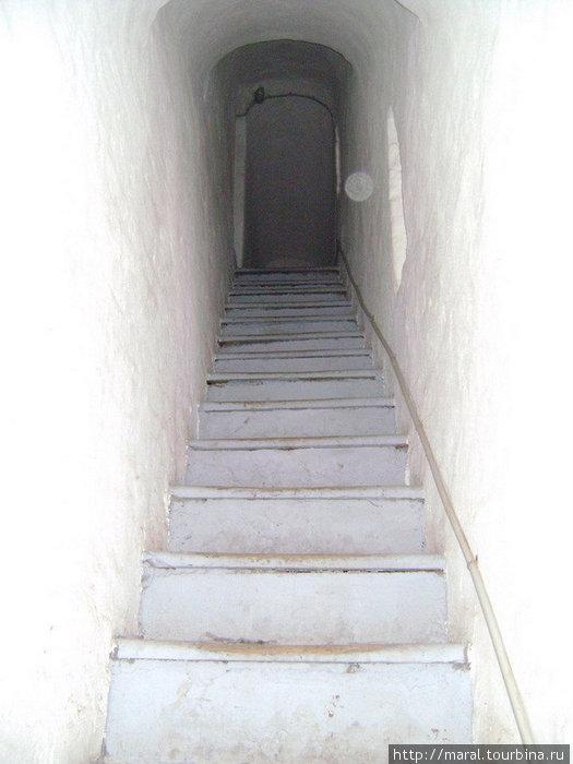 Итак, вперёд и вверх по каменным ступеням