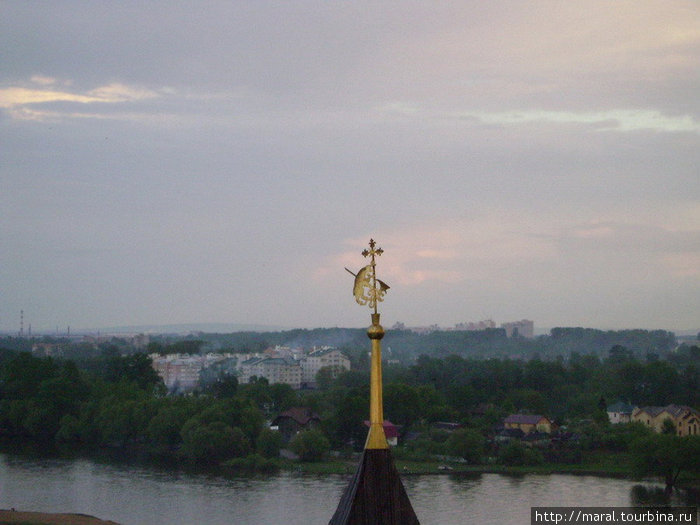 Герб города — медведь с секирой — на шпиле Дозорной башни
