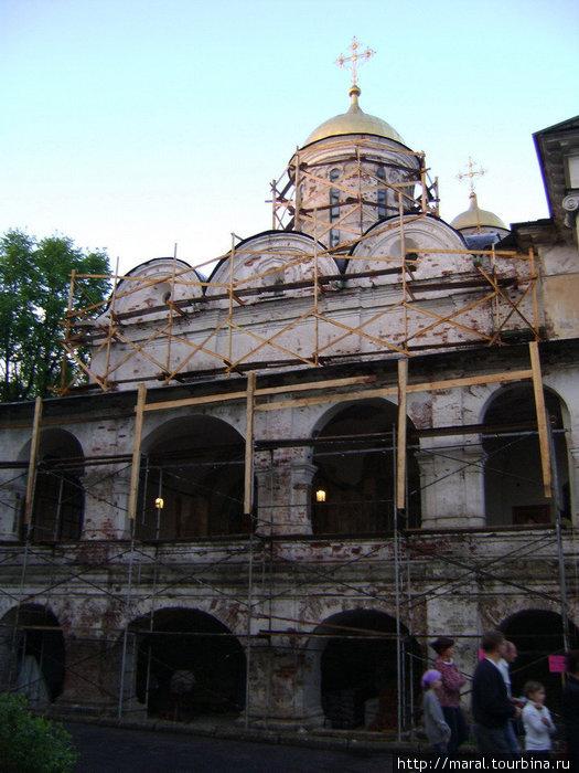 Спасо-Преображенский собор − древнейшее сооружение Ярославля, дошедшее до наших дней − был построен в 1506-1516 годах