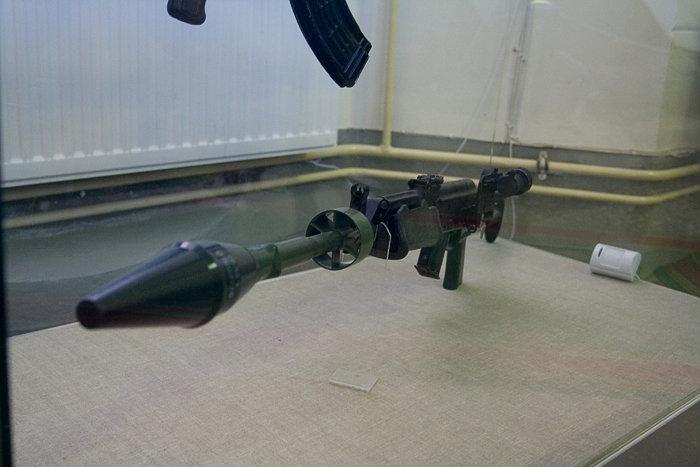 Там-же была выставка оружия конструкции Калашникова и его модификаций. В частности — гранатомет.
