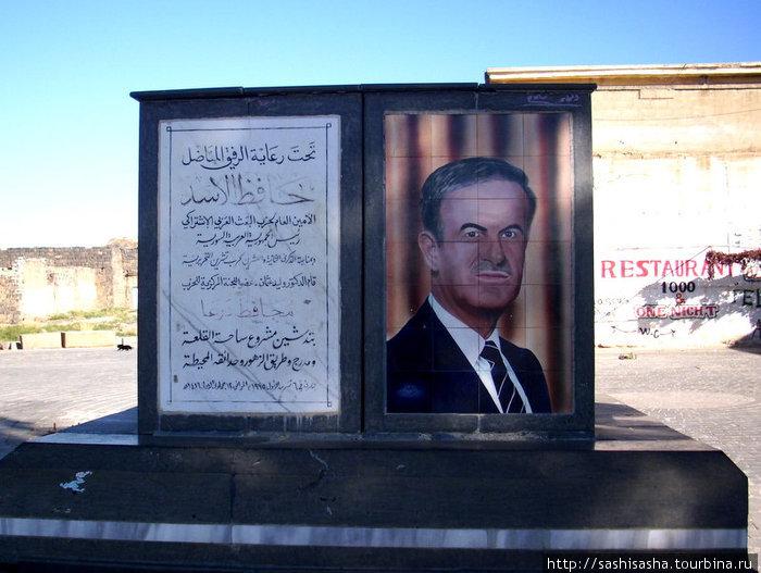 В Сирии, как и в иордании и в Таиланде очень чтут президента и в любом городе вы встретите на каждом углу его портрет.