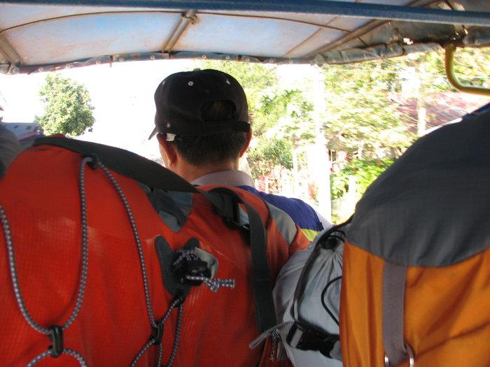 поездка на тук-туке по чекпоинта с Лаосом