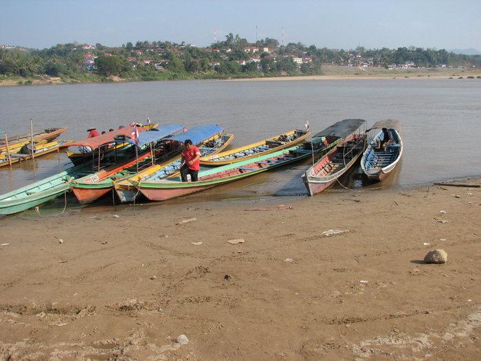 переправа через Меконг в Лаос после прохождения чекпоинта