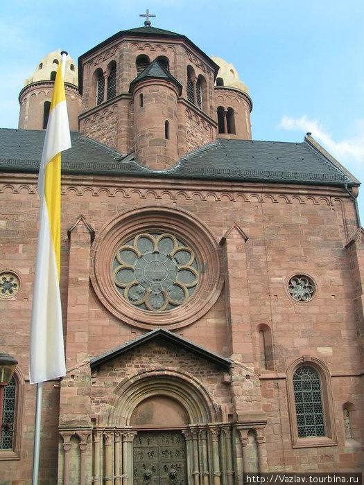 Парадный фасад церкви