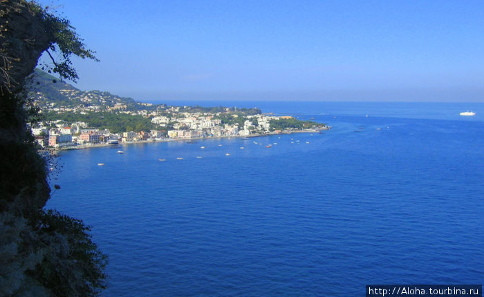 Вид с Арагонского замка на Неаполитанский залив
