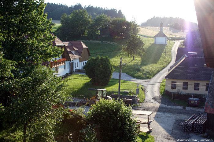 Из окна видна почти вся деревня.
