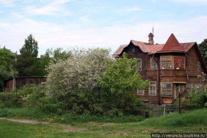 Старый дачный Сестрорецк особенно очарователен, когда цветут сады.