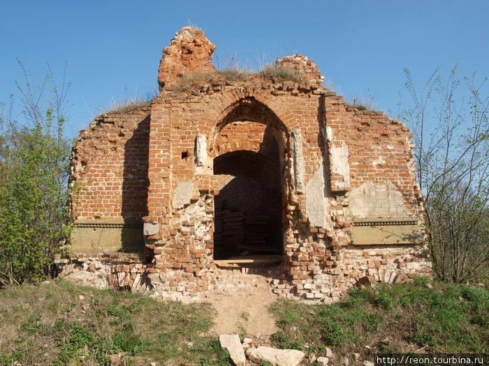 Развалины усыпальницы Кожиных