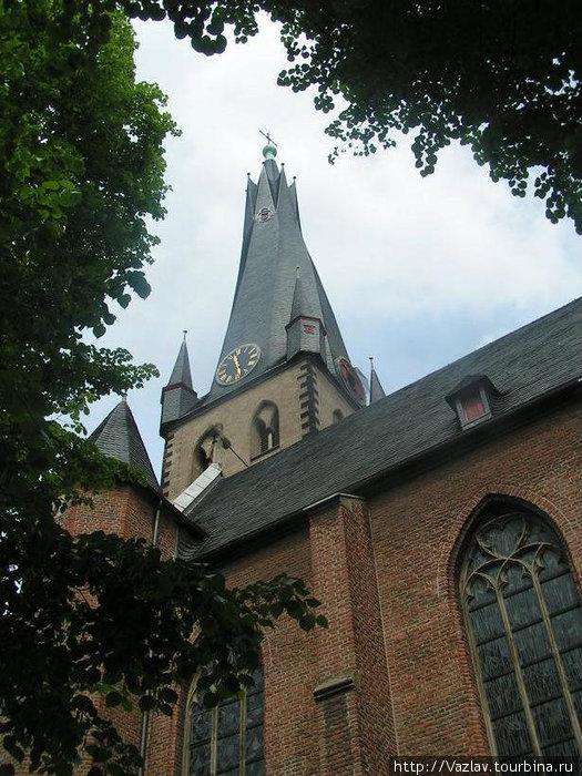 Церковь и её шпиль