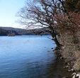 Вид на озеро со стороны святилища.