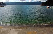 Вода в озере зеленоватая... Но только на очень ярком солнце.