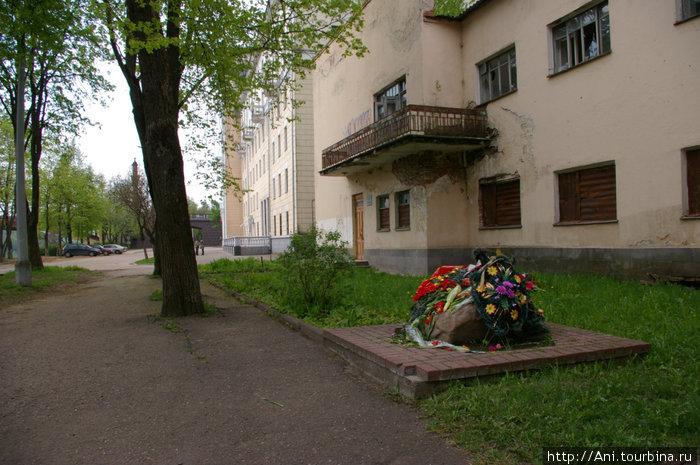мемориальный камень, где планируется устонвить памятник, проживавшим в еврейском гетто
