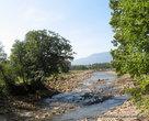 и легкой трусцой побежал сначала лесом вдоль реки Мизунки — притока Свичи ,