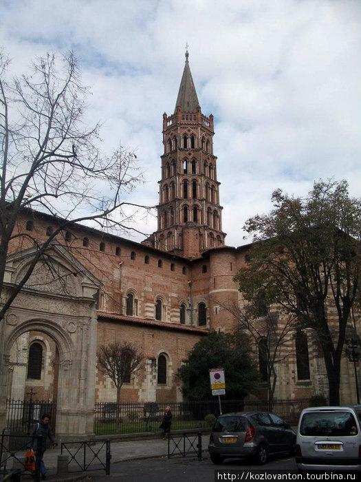 Так выглядит базилика Сан-Серни с того места, где могут филигранно утащит твою сумку.