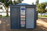 Общественный туалет, который моет сам себя