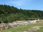Следующая остановка — у подвесного моста через Мизунку.