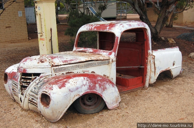 Старая машина. Мадура