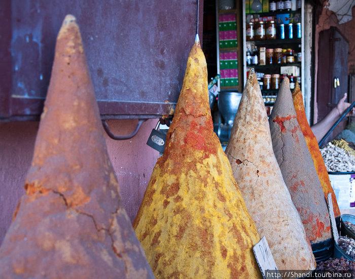 Какой же восточный базар без специй! Впрочем, по отношению к нам марокканские базары — вполне себе западные.